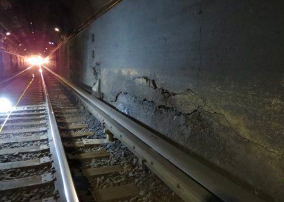 Cracks and delaminated concrete damage in Hudson Tunnel