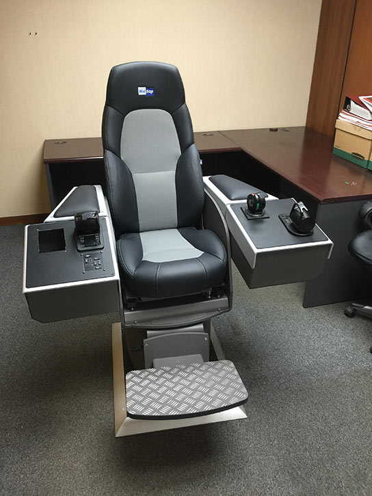New commander chair with modular touch screens and designed for the 'bridge'